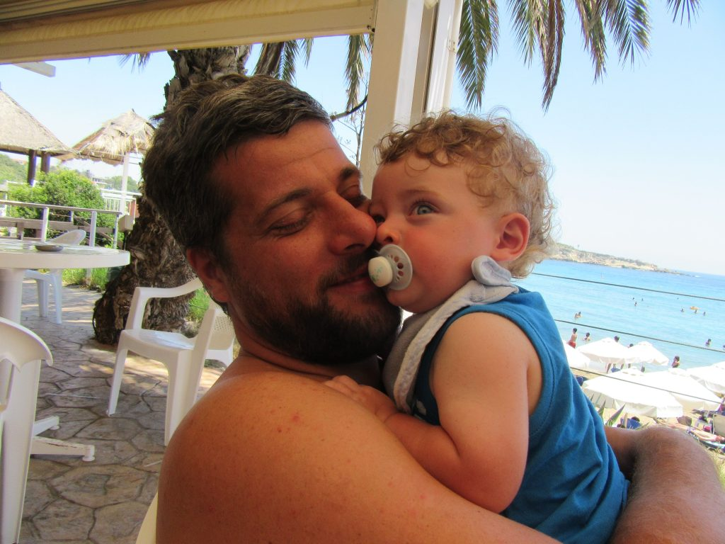 Cosa vedere a Paphos, Alessio e Mattia a Coral Bay