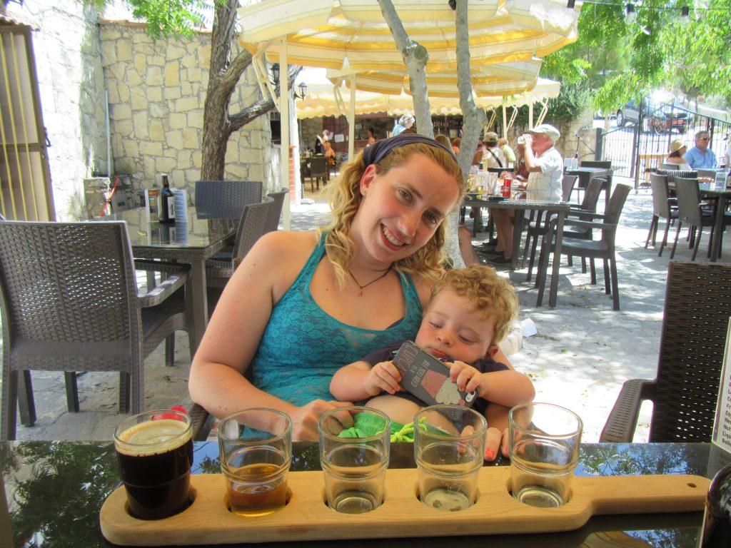 Cosa vedere a Paphos, Io e Mattia all'Aphrodite's Rock Brewery