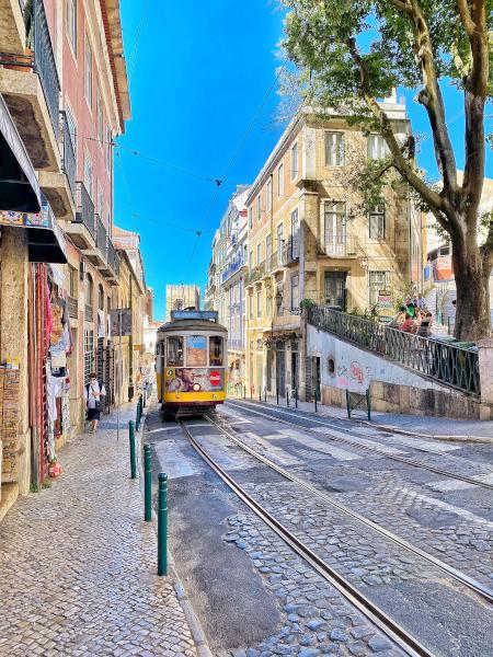 Tipico tram giallo